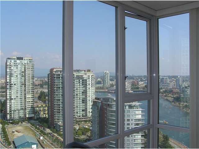 Photo 7: Photos: # 2702 1033 MARINASIDE CR in Vancouver: Yaletown Condo for sale (Vancouver West)  : MLS®# V1088112
