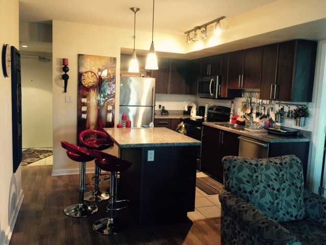 Kitchen : Granite with stainless appliances