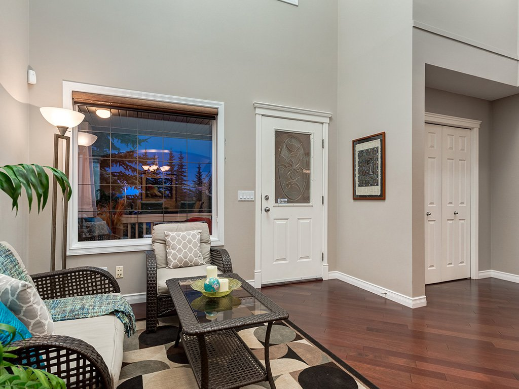 Photo 2: Photos: 311 Cresthaven Place SW in Calgary: Crestmont House for sale : MLS®# c4015009