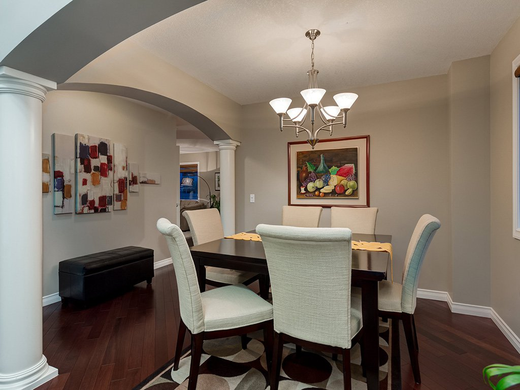 Photo 5: Photos: 311 Cresthaven Place SW in Calgary: Crestmont House for sale : MLS®# c4015009