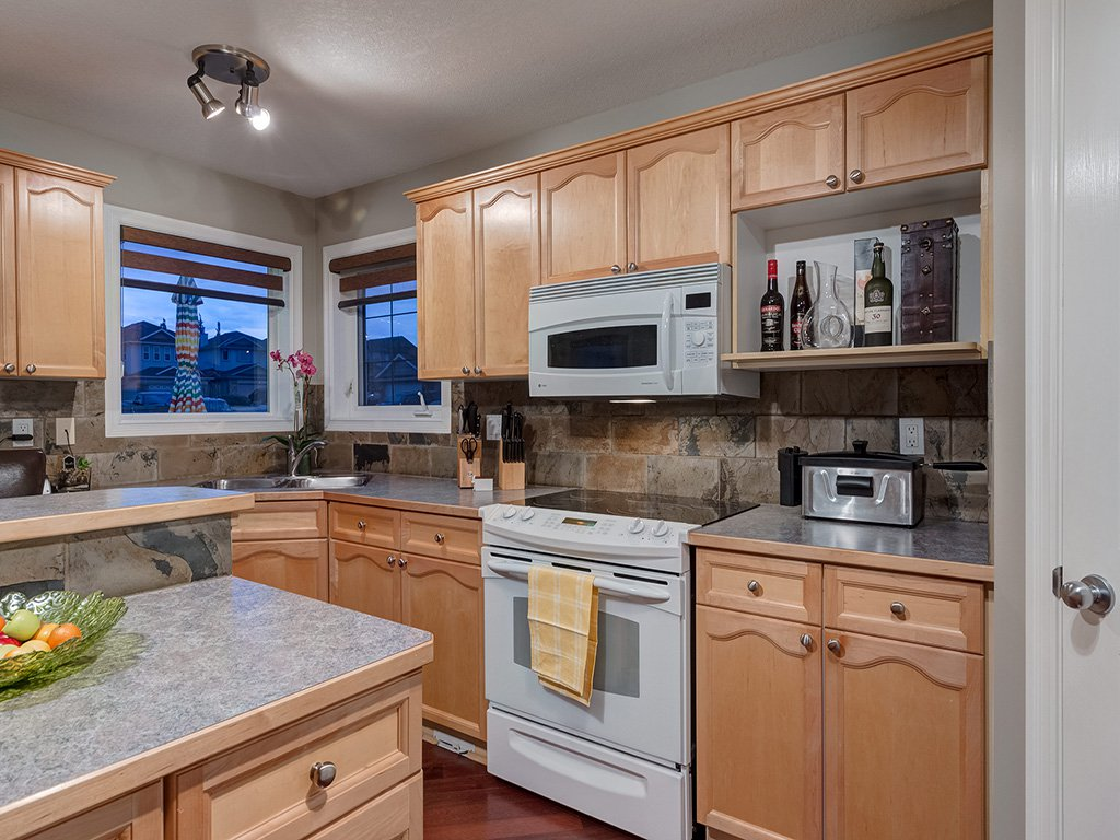 Photo 10: Photos: 311 Cresthaven Place SW in Calgary: Crestmont House for sale : MLS®# c4015009