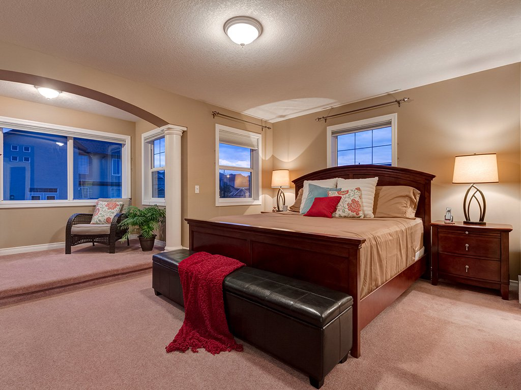 Photo 19: Photos: 311 Cresthaven Place SW in Calgary: Crestmont House for sale : MLS®# c4015009