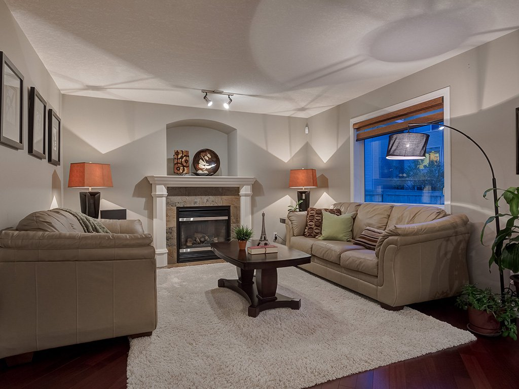 Photo 6: Photos: 311 Cresthaven Place SW in Calgary: Crestmont House for sale : MLS®# c4015009