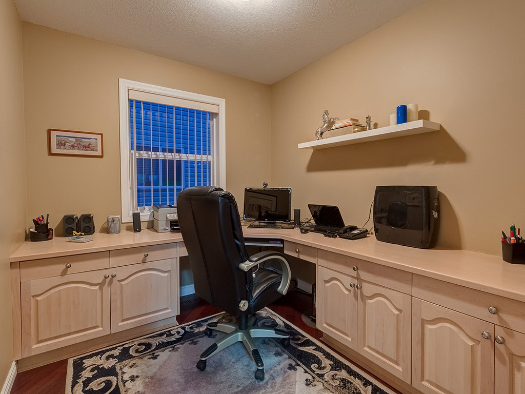 Photo 16: Photos: 311 Cresthaven Place SW in Calgary: Crestmont House for sale : MLS®# c4015009