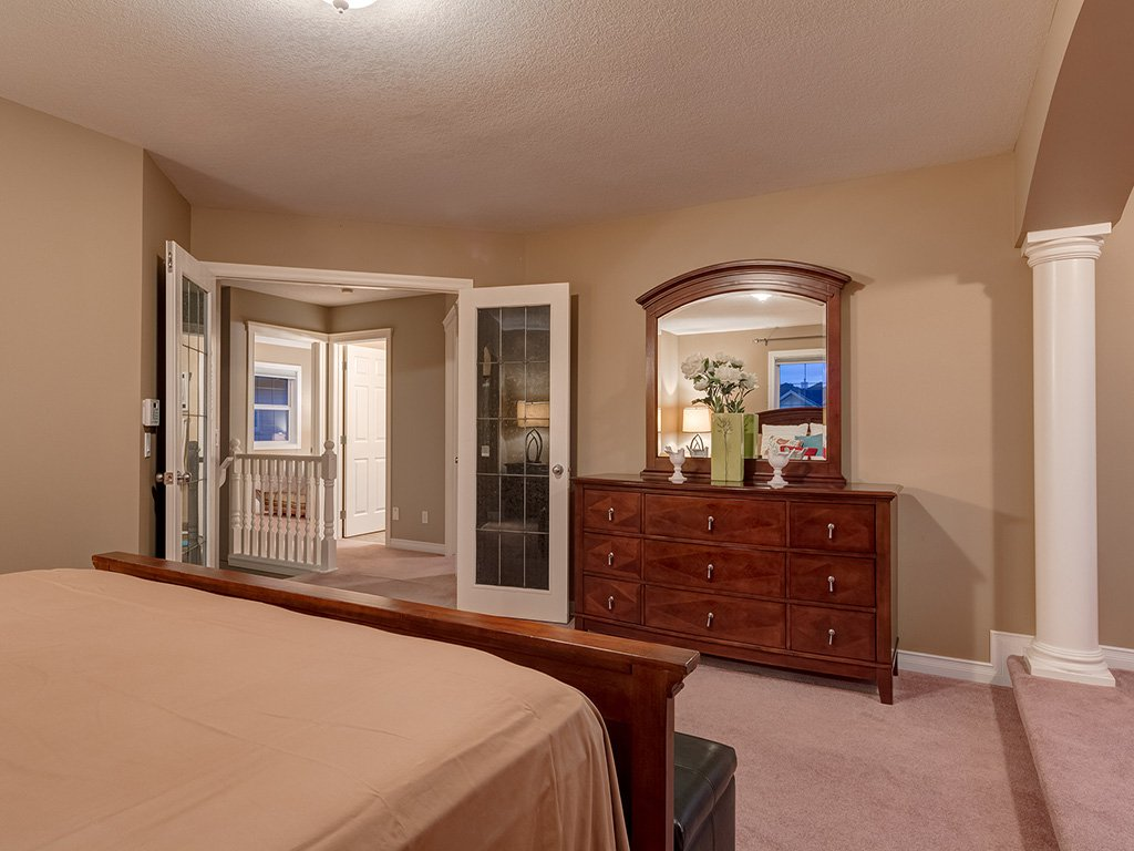 Photo 21: Photos: 311 Cresthaven Place SW in Calgary: Crestmont House for sale : MLS®# c4015009