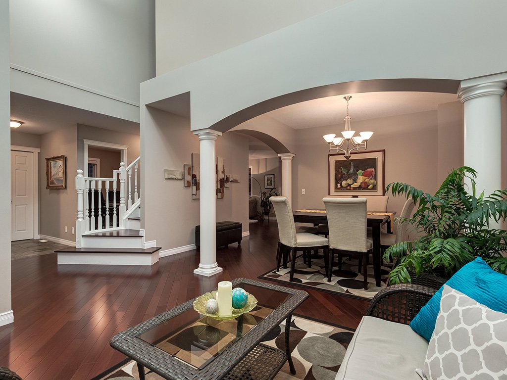 Photo 4: Photos: 311 Cresthaven Place SW in Calgary: Crestmont House for sale : MLS®# c4015009