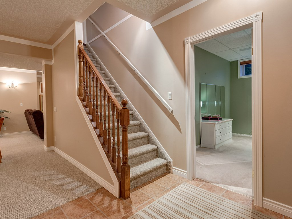 Photo 32: Photos: 311 Cresthaven Place SW in Calgary: Crestmont House for sale : MLS®# c4015009