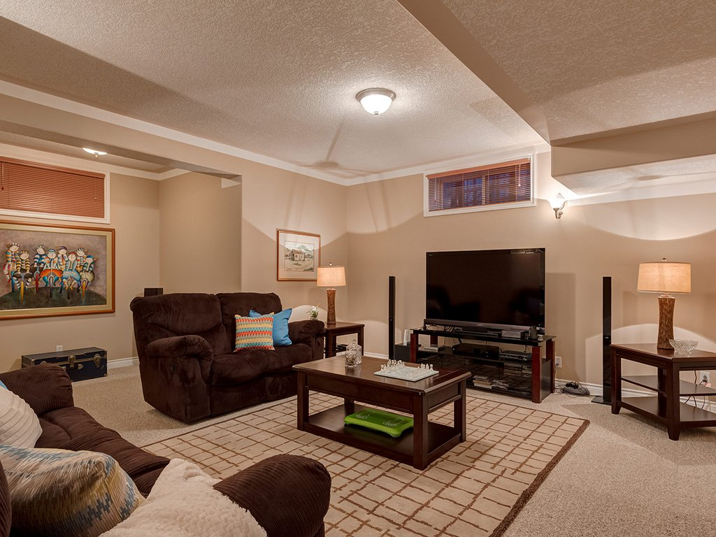 Photo 33: Photos: 311 Cresthaven Place SW in Calgary: Crestmont House for sale : MLS®# c4015009