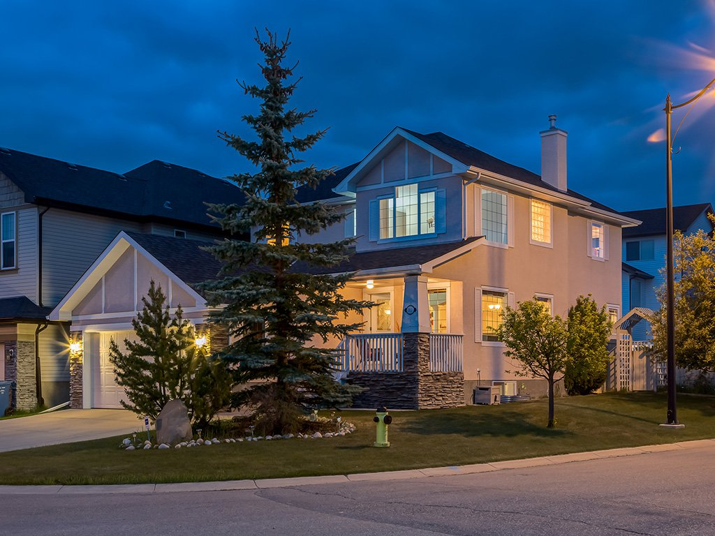 Photo 1: Photos: 311 Cresthaven Place SW in Calgary: Crestmont House for sale : MLS®# c4015009