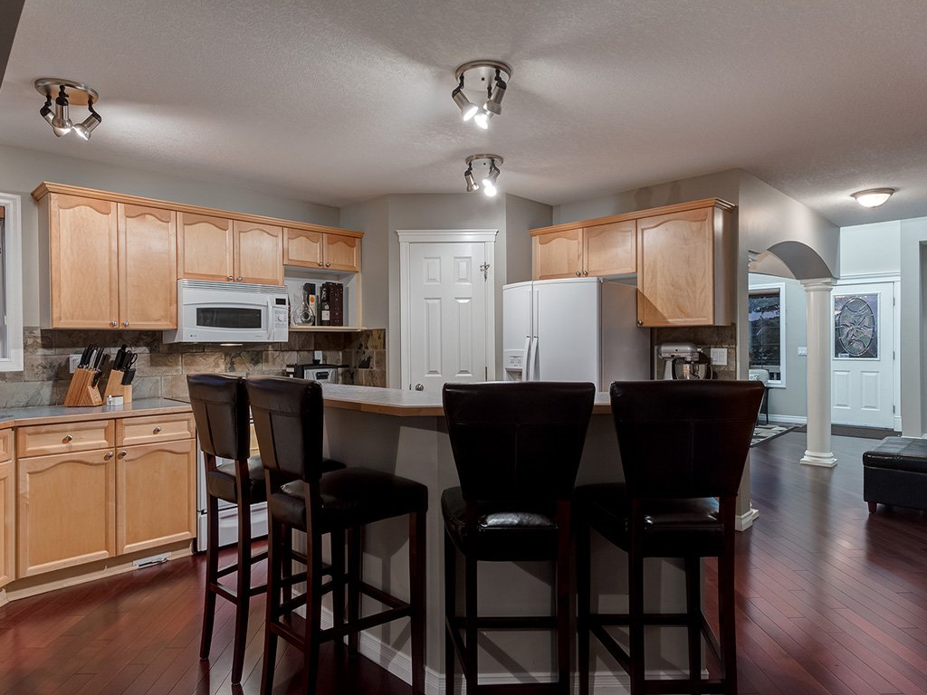 Photo 14: Photos: 311 Cresthaven Place SW in Calgary: Crestmont House for sale : MLS®# c4015009
