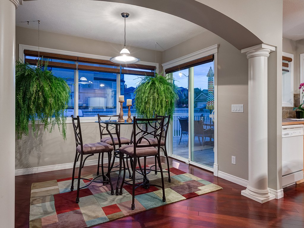 Photo 15: Photos: 311 Cresthaven Place SW in Calgary: Crestmont House for sale : MLS®# c4015009