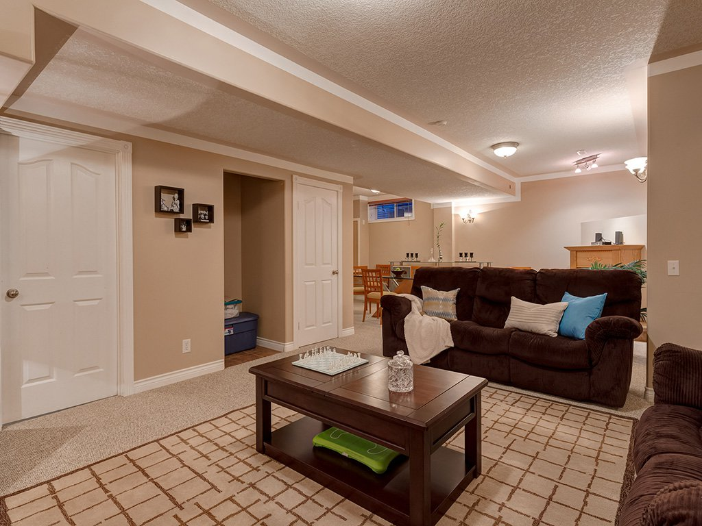 Photo 35: Photos: 311 Cresthaven Place SW in Calgary: Crestmont House for sale : MLS®# c4015009