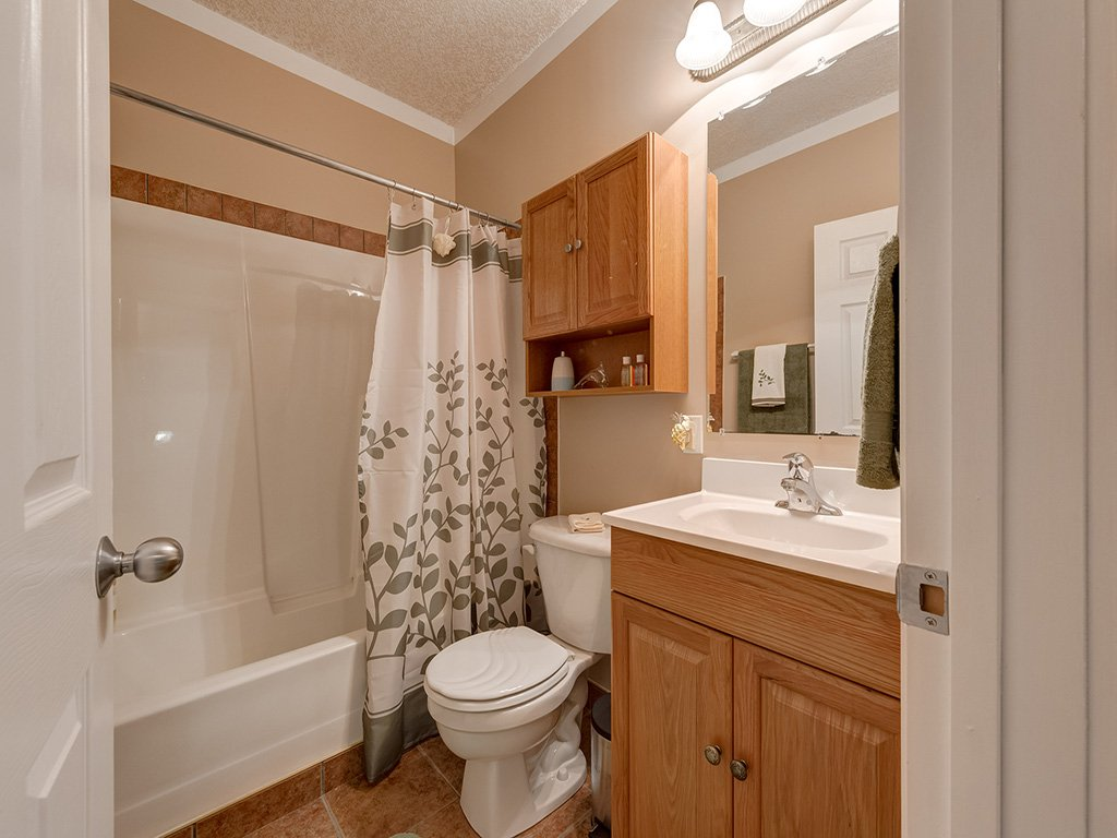 Photo 39: Photos: 311 Cresthaven Place SW in Calgary: Crestmont House for sale : MLS®# c4015009