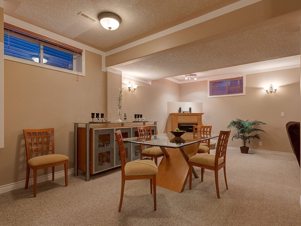 Photo 37: Photos: 311 Cresthaven Place SW in Calgary: Crestmont House for sale : MLS®# c4015009