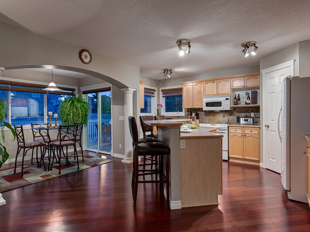 Photo 9: Photos: 311 Cresthaven Place SW in Calgary: Crestmont House for sale : MLS®# c4015009