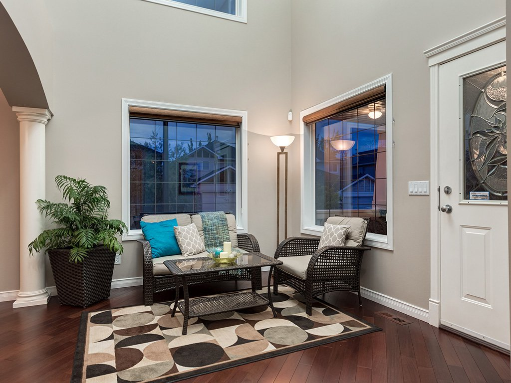 Photo 3: Photos: 311 Cresthaven Place SW in Calgary: Crestmont House for sale : MLS®# c4015009