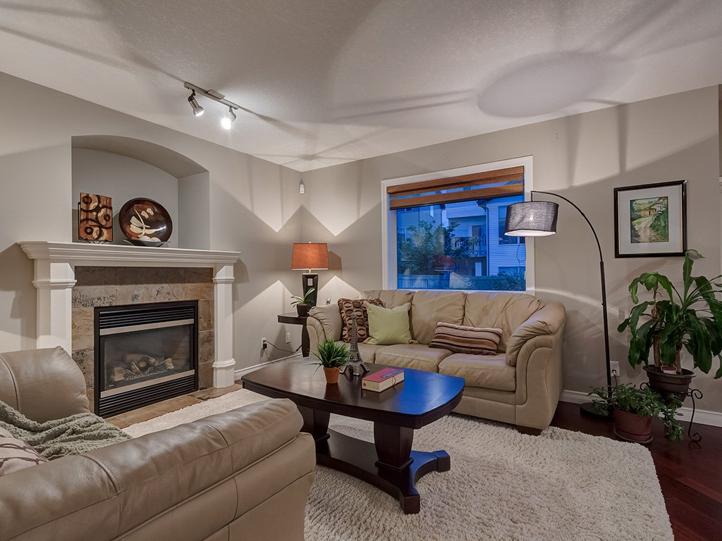 Photo 7: Photos: 311 Cresthaven Place SW in Calgary: Crestmont House for sale : MLS®# c4015009