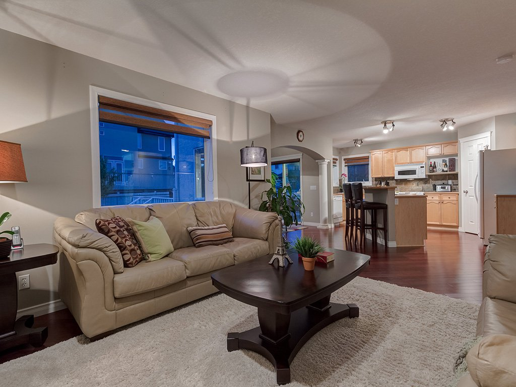 Photo 8: Photos: 311 Cresthaven Place SW in Calgary: Crestmont House for sale : MLS®# c4015009