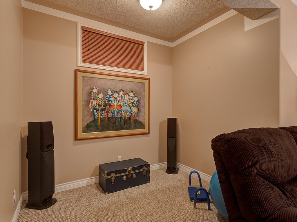 Photo 34: Photos: 311 Cresthaven Place SW in Calgary: Crestmont House for sale : MLS®# c4015009
