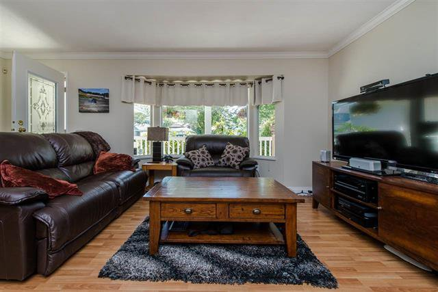 Photo 7: Photos: 8495 121a Street in Surrey: Queen Mary Park Surrey House for sale : MLS®# r2096268