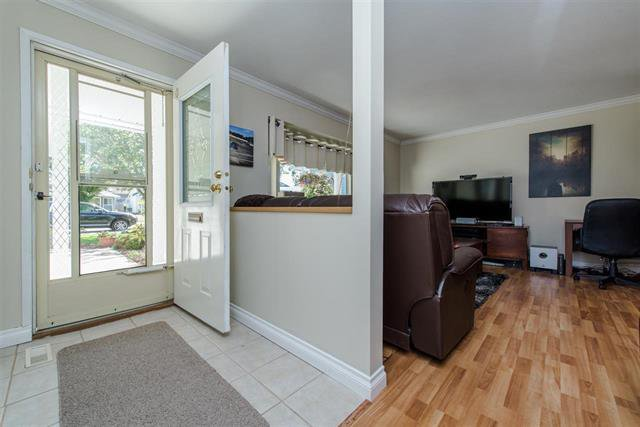 Photo 6: Photos: 8495 121a Street in Surrey: Queen Mary Park Surrey House for sale : MLS®# r2096268