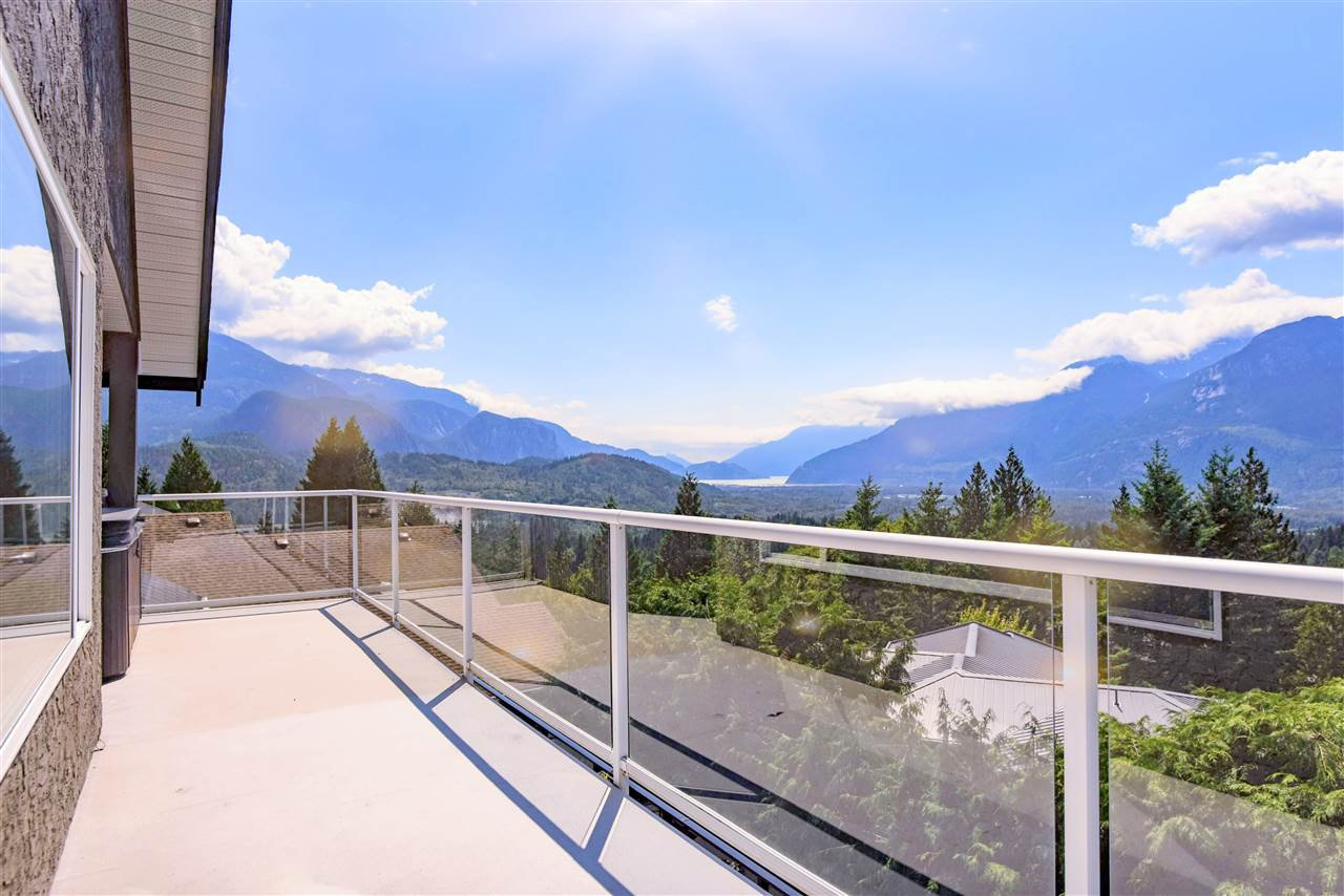 Main Photo: 1007 TOBERMORY Way in Squamish: Garibaldi Highlands House for sale : MLS®# R2454596