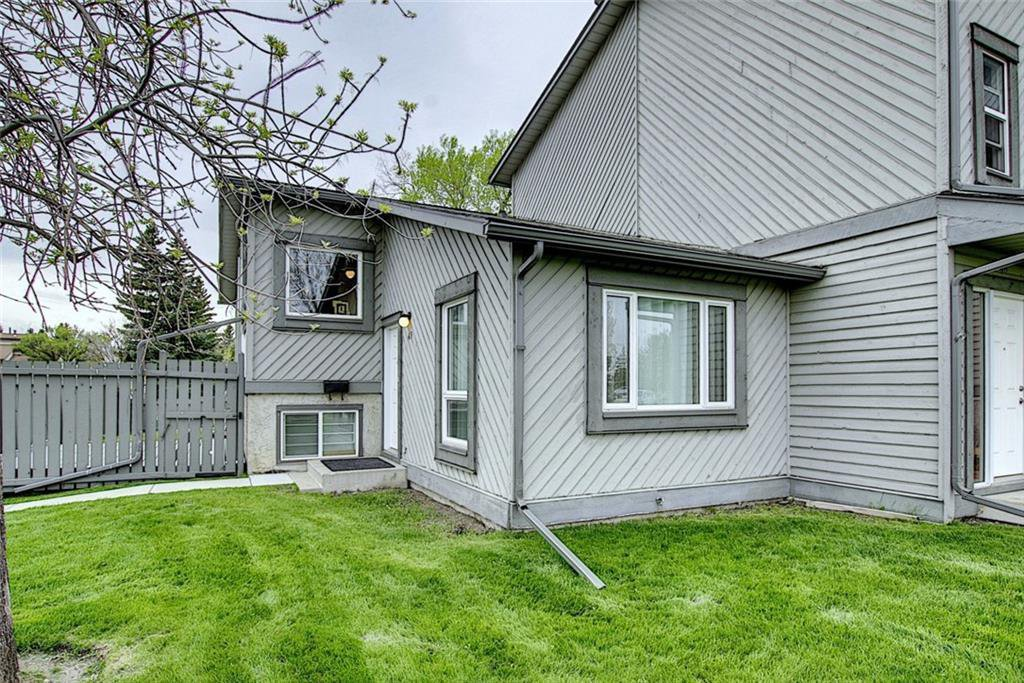 Main Photo: 49 12 Templewood Drive NE in Calgary: Temple Row/Townhouse for sale : MLS®# C4299149