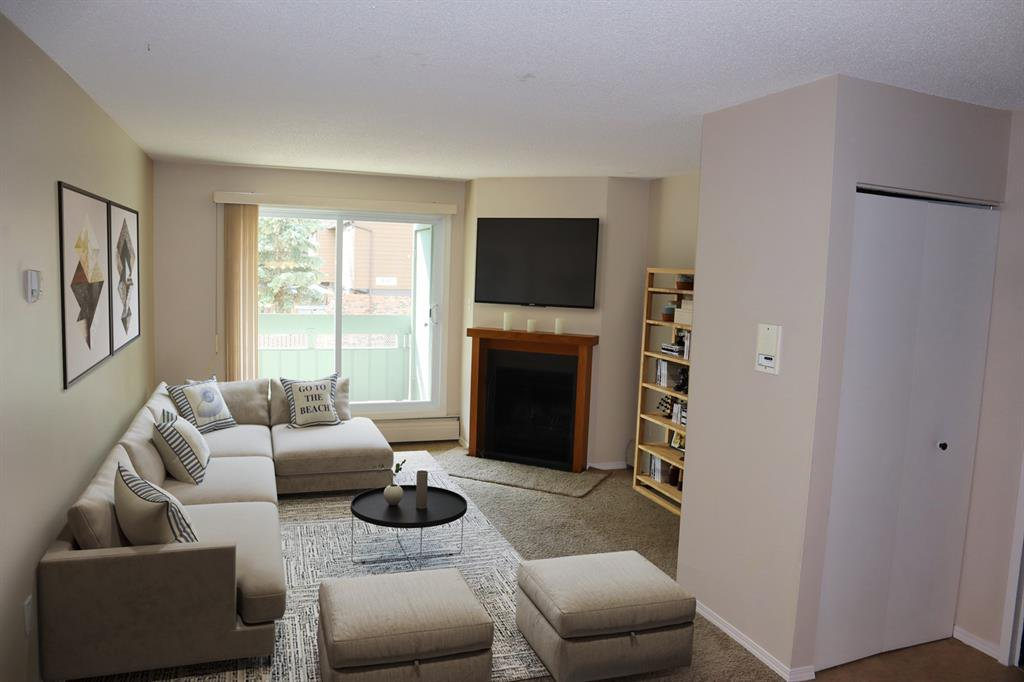 Main Photo: 9206 315 SOUTHAMPTON Drive SW in Calgary: Southwood Apartment for sale : MLS®# A1024314