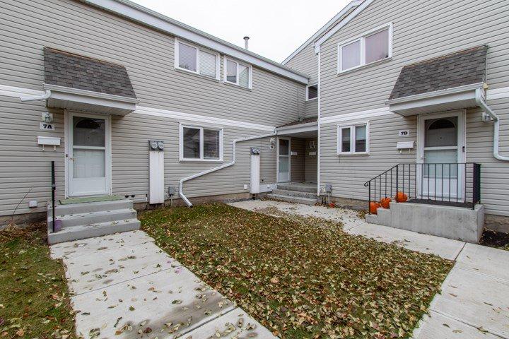 Main Photo: 7B CASTLE Terrace in Edmonton: Zone 27 Townhouse for sale : MLS®# E4221093