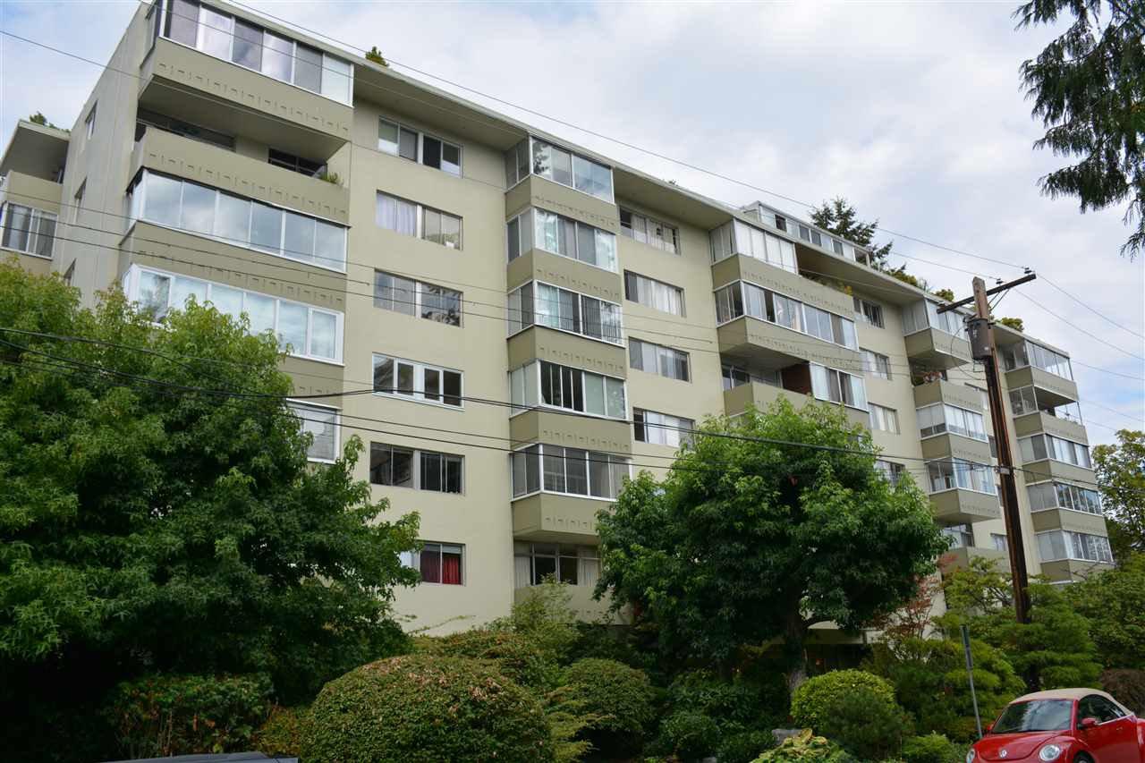 Main Photo: 405 1425 ESQUIMALT AVENUE in West Vancouver: Ambleside Condo for sale : MLS®# R2309749