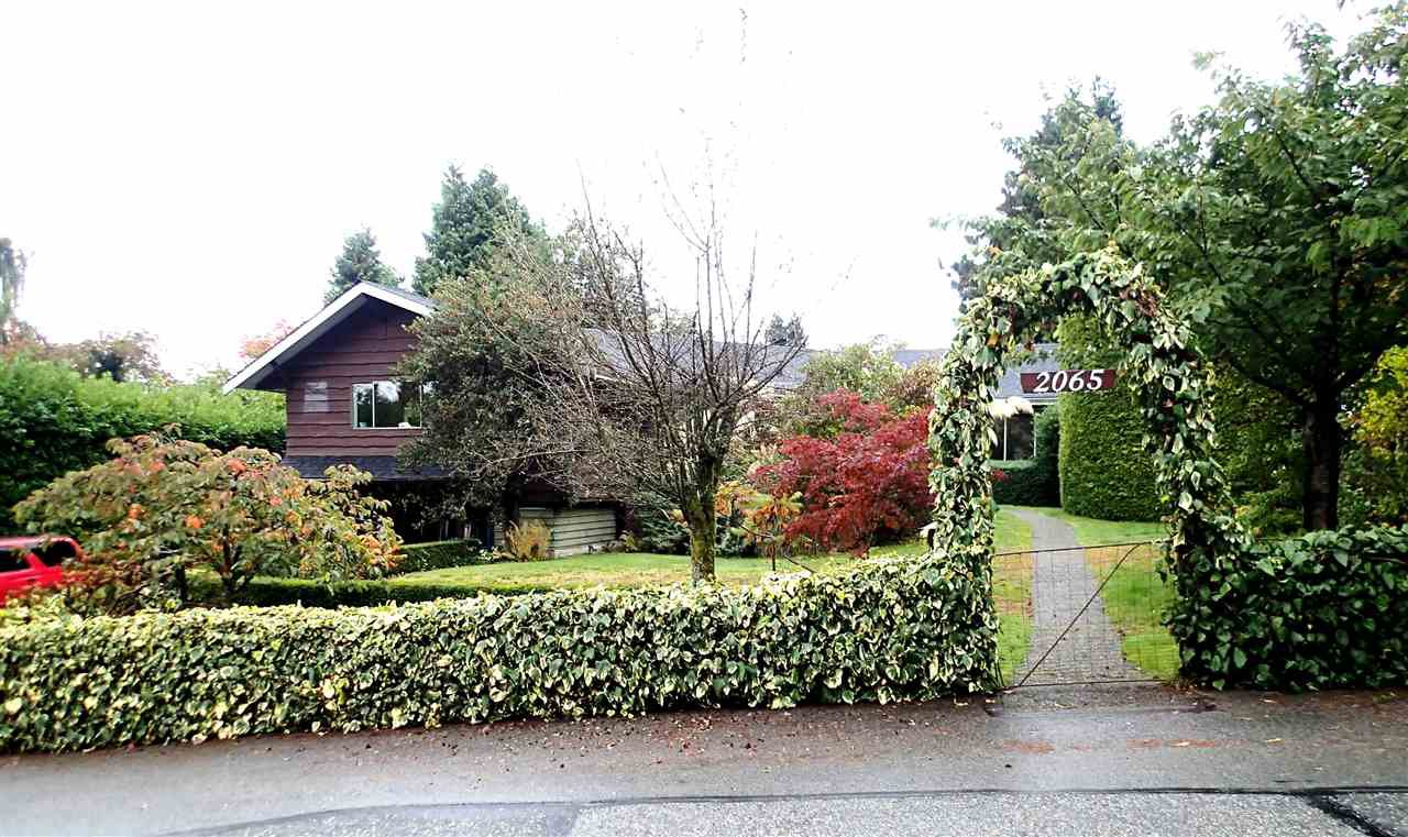 "Main Photo: 2065 WESTDEAN Crescent in West Vancouver: Ambleside House for sale in ""AMBLESIDE"" : MLS®# R2411422"