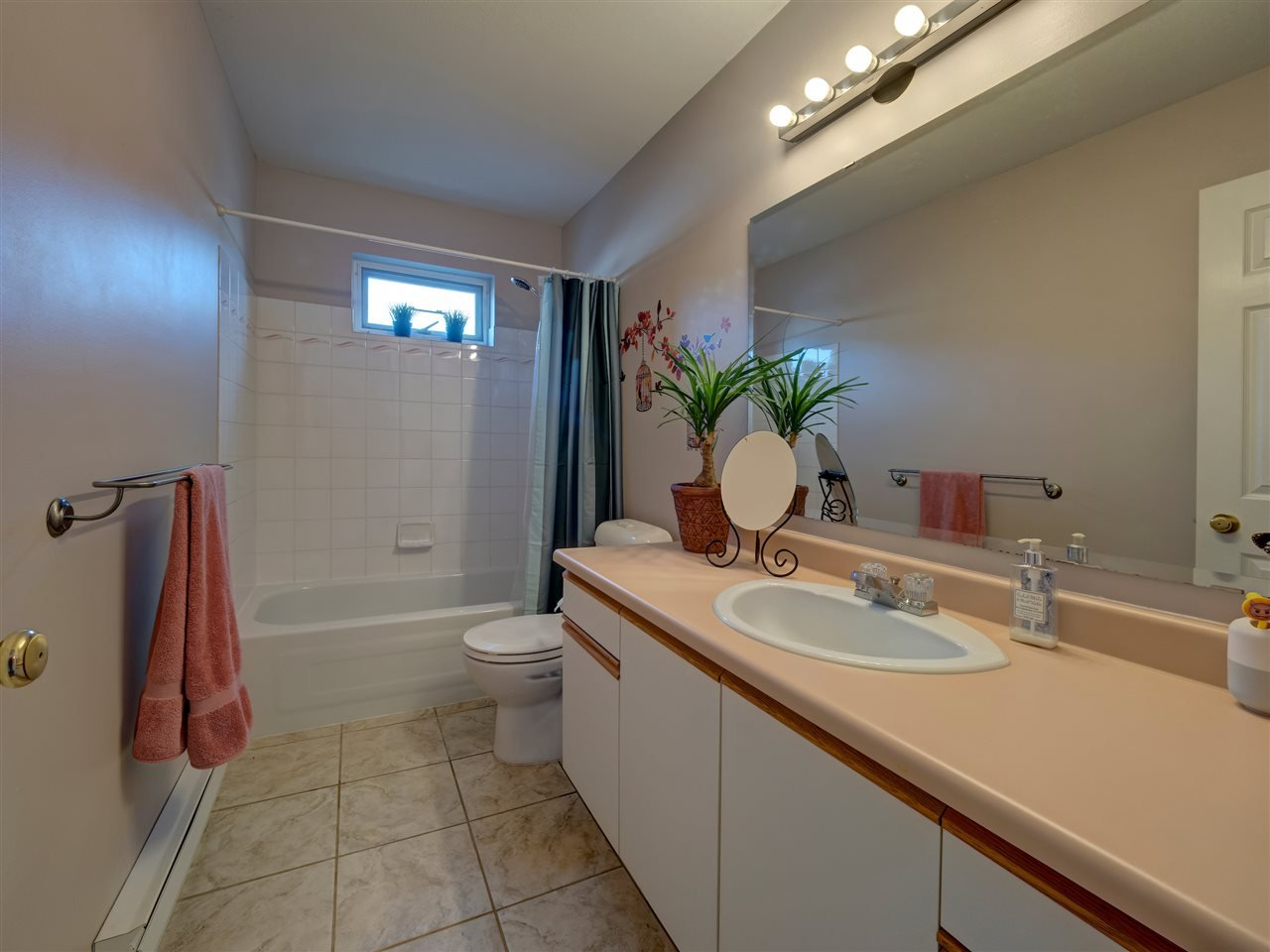 Photo 11: Photos: 19 5761 WHARF Avenue in Sechelt: Sechelt District Townhouse for sale (Sunshine Coast)  : MLS®# R2428590