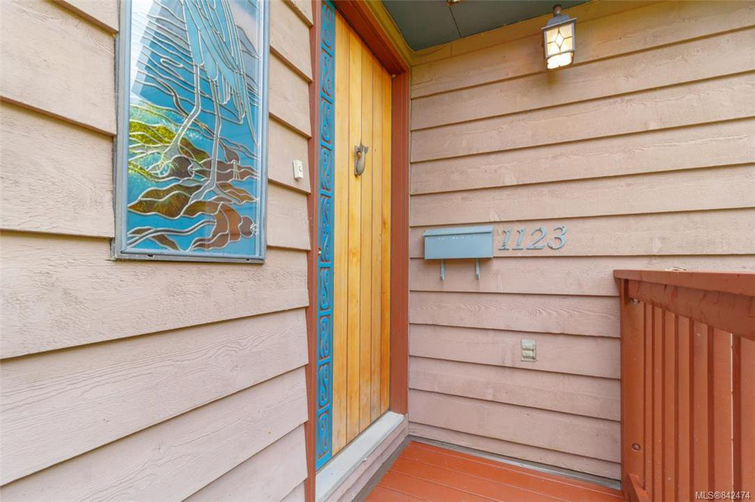 Main Photo: 1123 Munro St in Esquimalt: Es Saxe Point Half Duplex for sale : MLS®# 842474