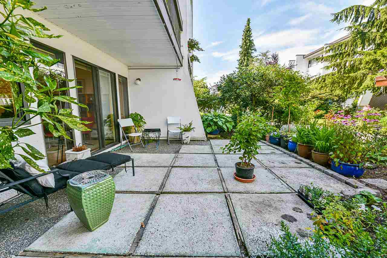 "Main Photo: 4 7363 MONTECITO Drive in Burnaby: Montecito Townhouse for sale in ""Montecito Villa"" (Burnaby North)  : MLS®# R2481423"