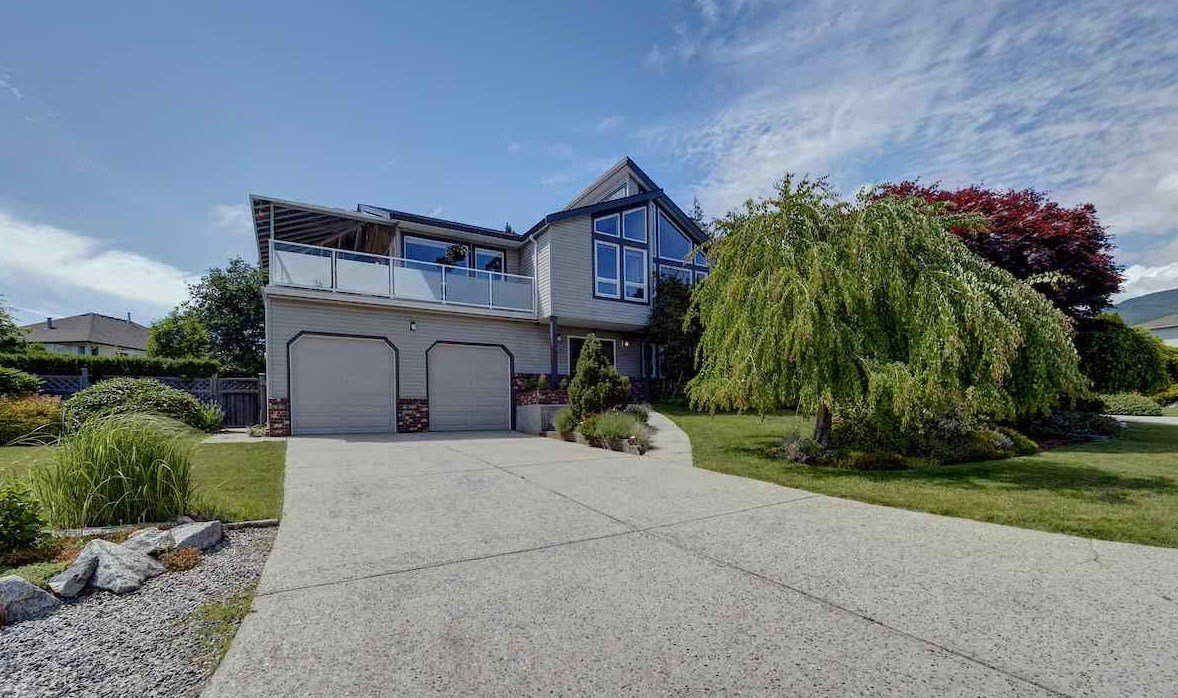 """Main Photo: 503 EAGLECREST Drive in Gibsons: Gibsons & Area House for sale in """"Oceanount Estates"""" (Sunshine Coast)  : MLS®# R2493447"""