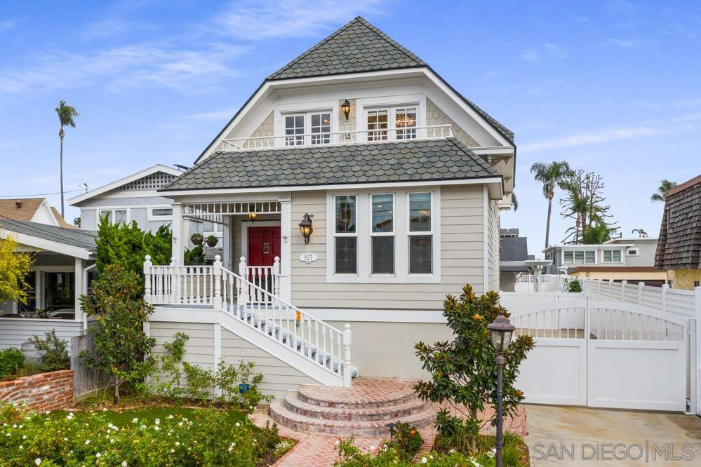 Main Photo: CORONADO VILLAGE House for sale : 6 bedrooms : 827 A Ave in Coronado