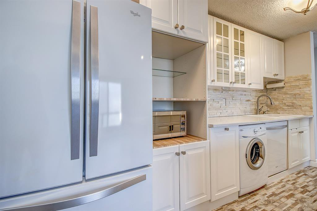 Photo 4: Photos: 303 2209 14 Street SW in Calgary: Bankview Apartment for sale : MLS®# A1048421