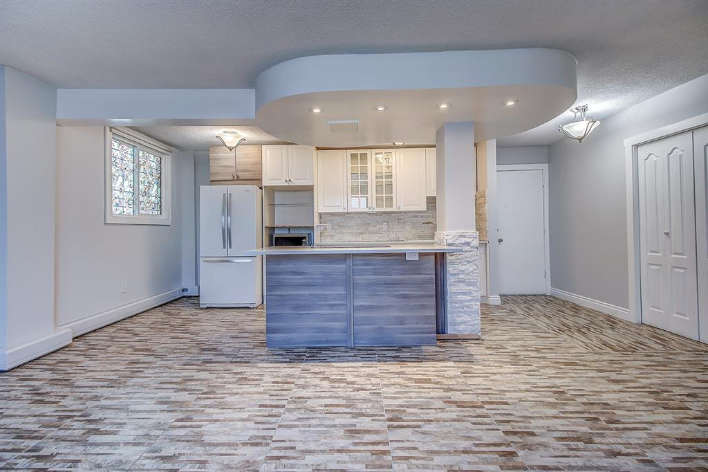 Photo 3: Photos: 303 2209 14 Street SW in Calgary: Bankview Apartment for sale : MLS®# A1048421