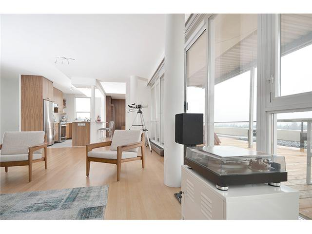 "Main Photo: 801 6026 TISDALL Street in Vancouver: Oakridge VW Condo for sale in ""OAKRIDGE TOWERS"" (Vancouver West)  : MLS®# V932111"