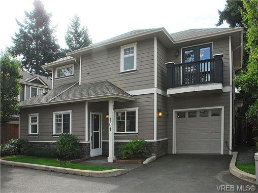 Main Photo: 101 937 Skogstad Way in VICTORIA: La Langford Proper Row/Townhouse for sale (Langford)  : MLS®# 643559