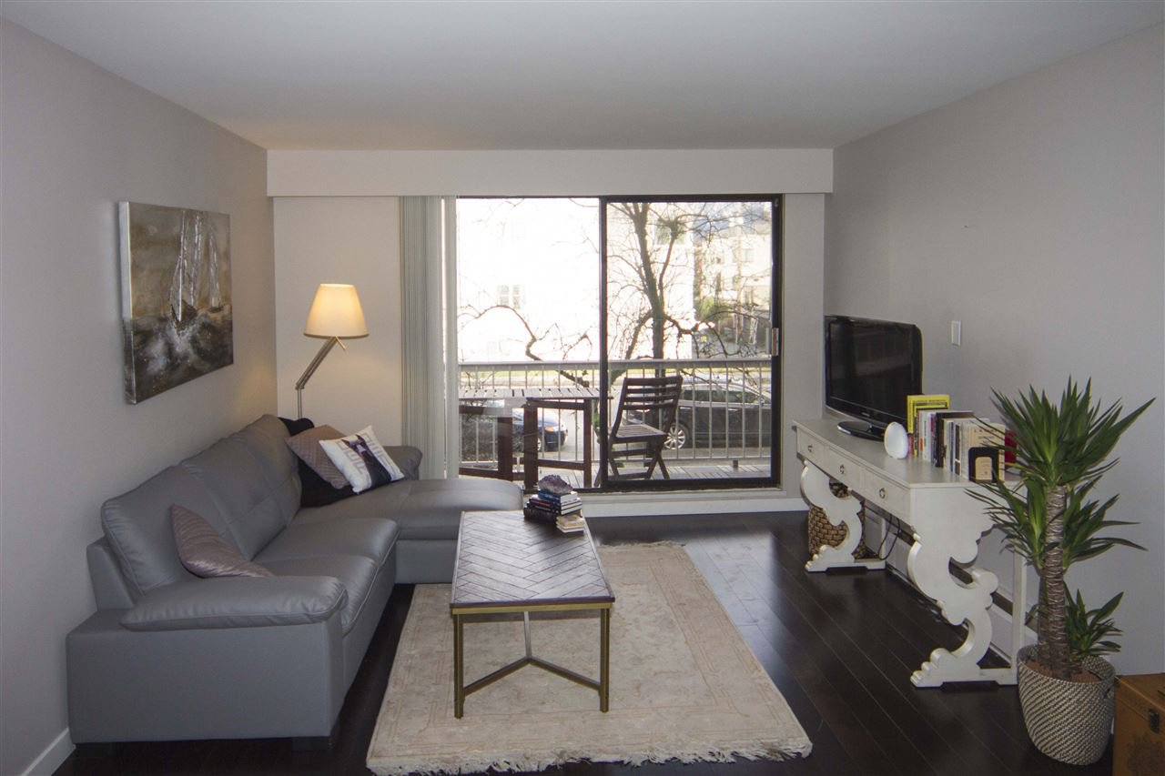 Main Photo: 212 2040 CORNWALL AVENUE in Vancouver: Kitsilano Condo for sale (Vancouver West)  : MLS®# R2134072