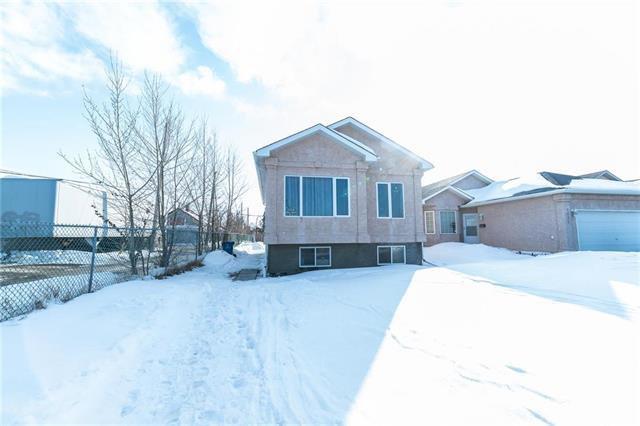 Main Photo: 1018 Stardust Avenue in Winnipeg: Single Family Detached for sale (4H)  : MLS®# 1905905