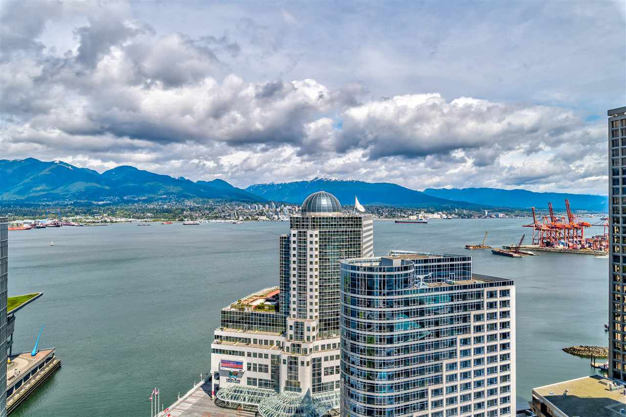 endless views of Coal Harbour & N.Shore mountains