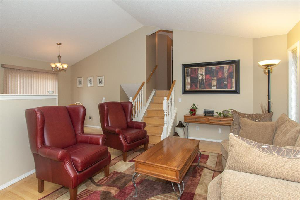 Photo 6: Photos: 32 Coverton Heights NE in Calgary: Coventry Hills Detached for sale : MLS®# A1046669