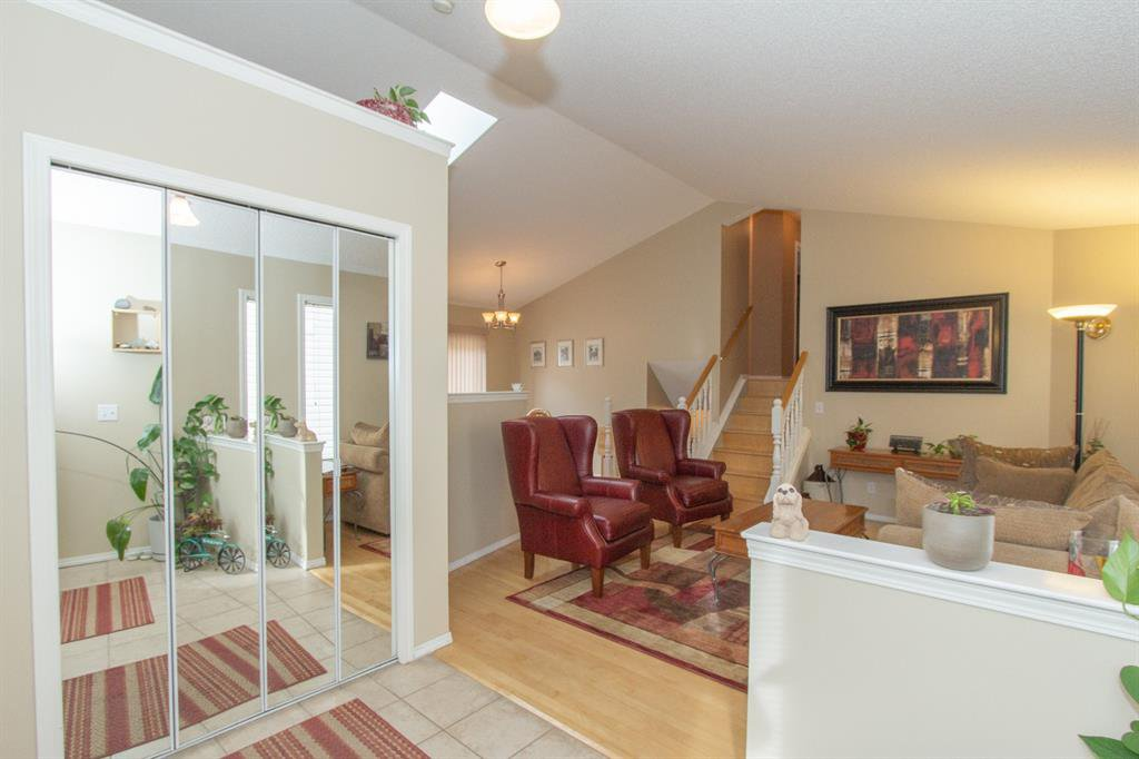 Photo 4: Photos: 32 Coverton Heights NE in Calgary: Coventry Hills Detached for sale : MLS®# A1046669