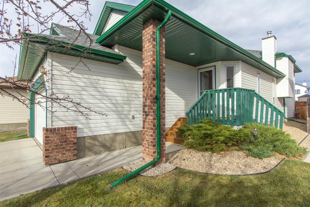 Photo 2: Photos: 32 Coverton Heights NE in Calgary: Coventry Hills Detached for sale : MLS®# A1046669