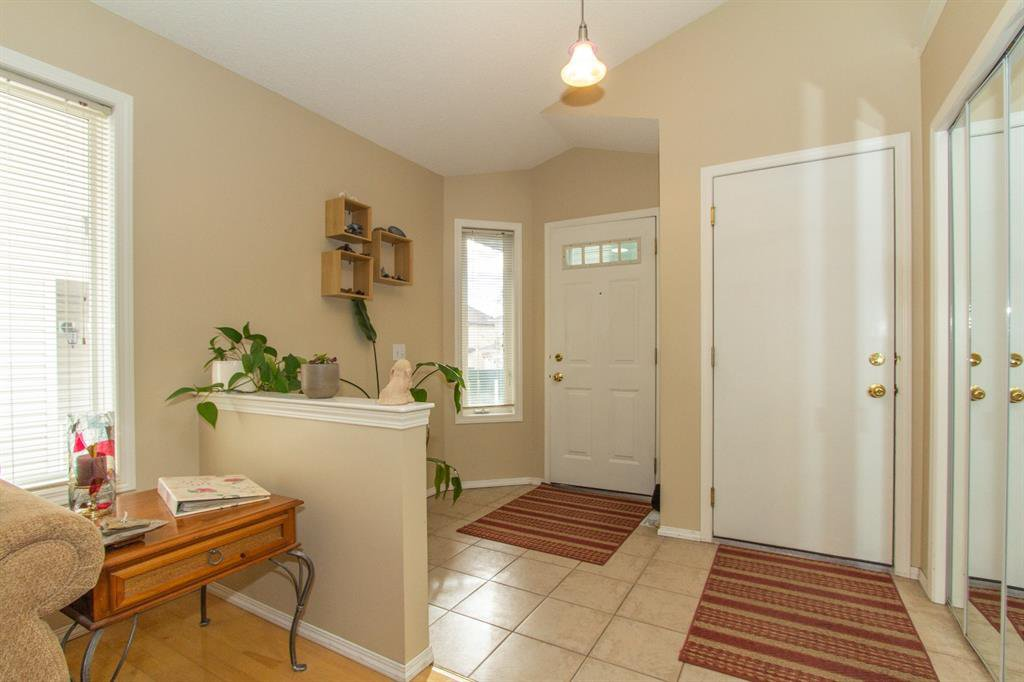 Photo 3: Photos: 32 Coverton Heights NE in Calgary: Coventry Hills Detached for sale : MLS®# A1046669