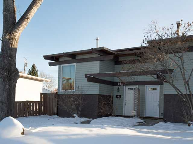 Main Photo: 86 QUEEN ALEXANDRA Close SE in CALGARY: Queensland Townhouse for sale (Calgary)  : MLS®# C3554495