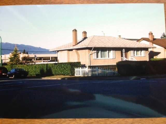 "Main Photo: 3805 KINCAID Street in Burnaby: Burnaby Hospital House for sale in ""BURNABY HOSPITAL"" (Burnaby South)  : MLS®# V1020730"