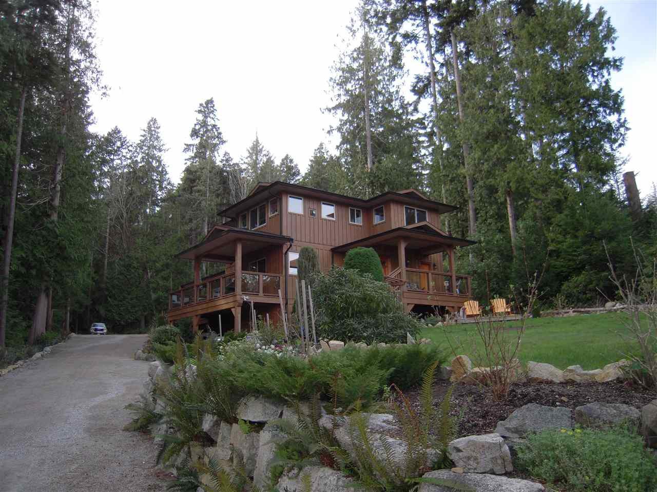 Main Photo: 5447 WAKEFIELD ROAD in Sechelt: Sechelt District House for sale (Sunshine Coast)  : MLS®# R2047962